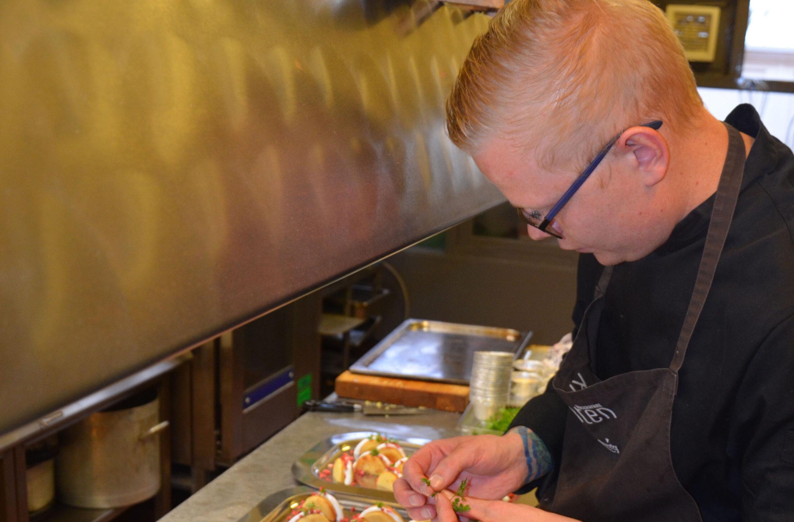 Rasmus er Restaurant Klintens helt egen kok. Bedste spisested i Faaborg.
