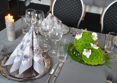 Bryllupsfest med lys og borddækning